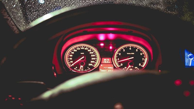 اهمیت بررسی چراغ های پشت آمپر حین خرید خودروی صفر کیلومتر