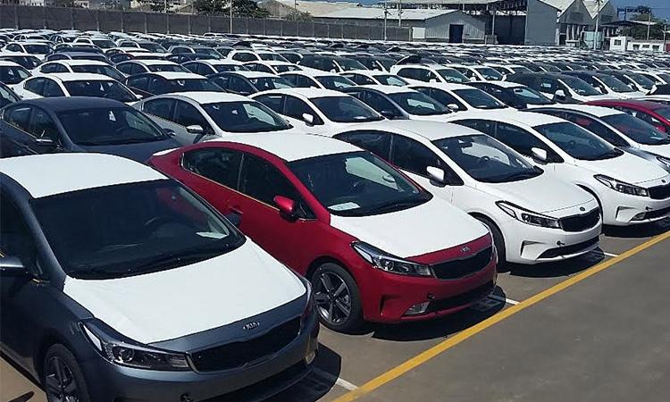 تمام خودروهای وارداتی تا 2 ماه آینده از گمرک ترخیص خواهند شد
